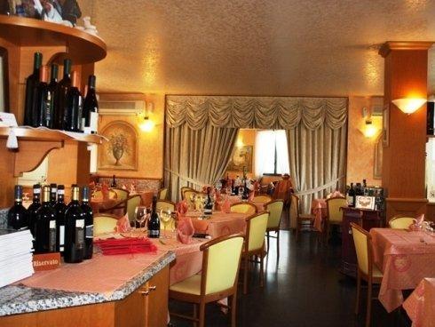 Il ristorante propone una vasta scelta di vini italiani e, in particolare, della Franciacorta.