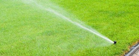 Impianto di irrigazione in un prato