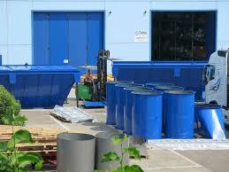 vista esterna di impianto con contenitori ad olio