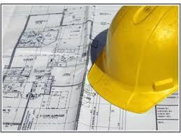 casco  giallo su un progetto