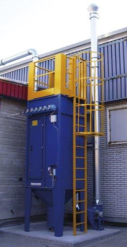 Un impianto con una scalina di color giallo accanto