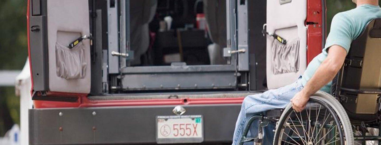 persona disabile sulla carrozzella