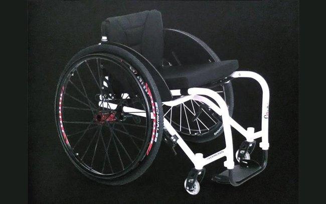carrozzella nera con ruote grandi-officina del disabile-Torino