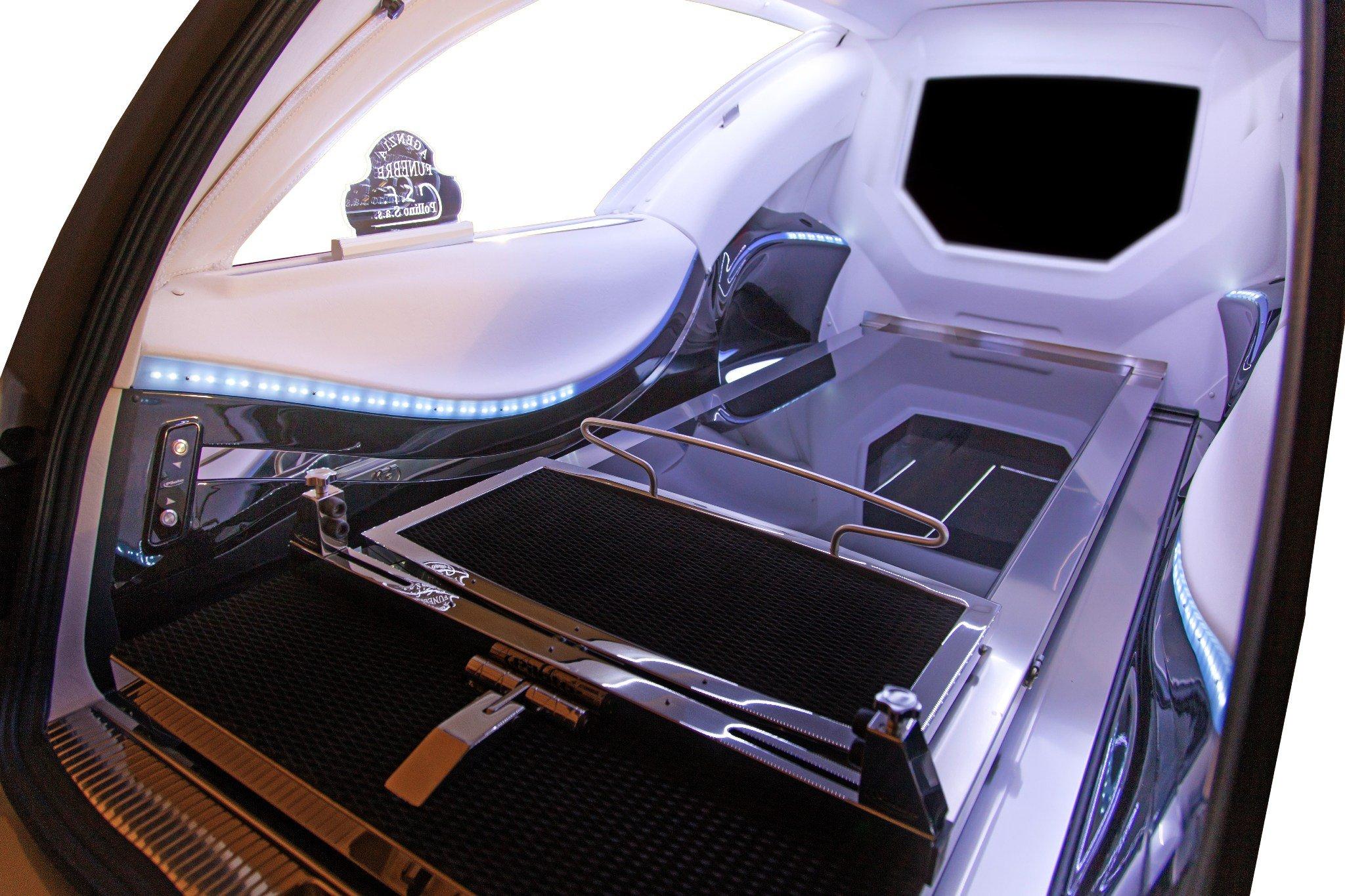 Interni e particolari delle nostre Limousine presso Centro Servizi Funebri Pollino s.a.s. a Saracena