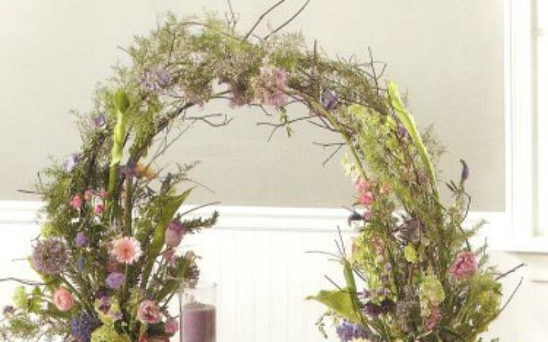 Arco con fiori di campo