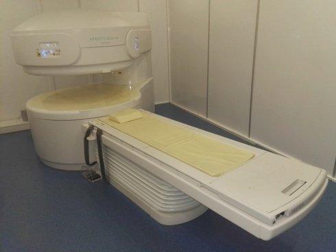 lettino per esame radiologico