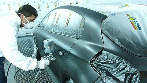 verniciatura di un'auto