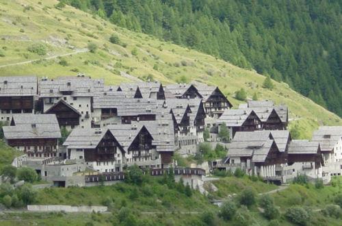 case con tetto spiovente montagna