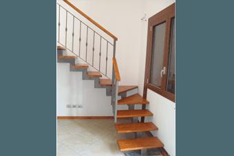 scale lavorate in legno