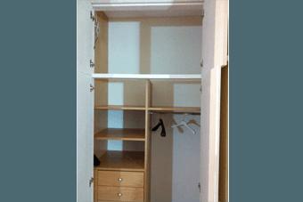 armadi con scomparti in legno