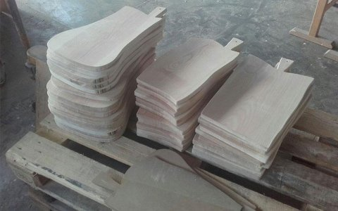 taglieri personalizzati in legno falegnameria torino