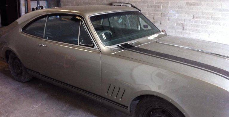 grey-vintage-car
