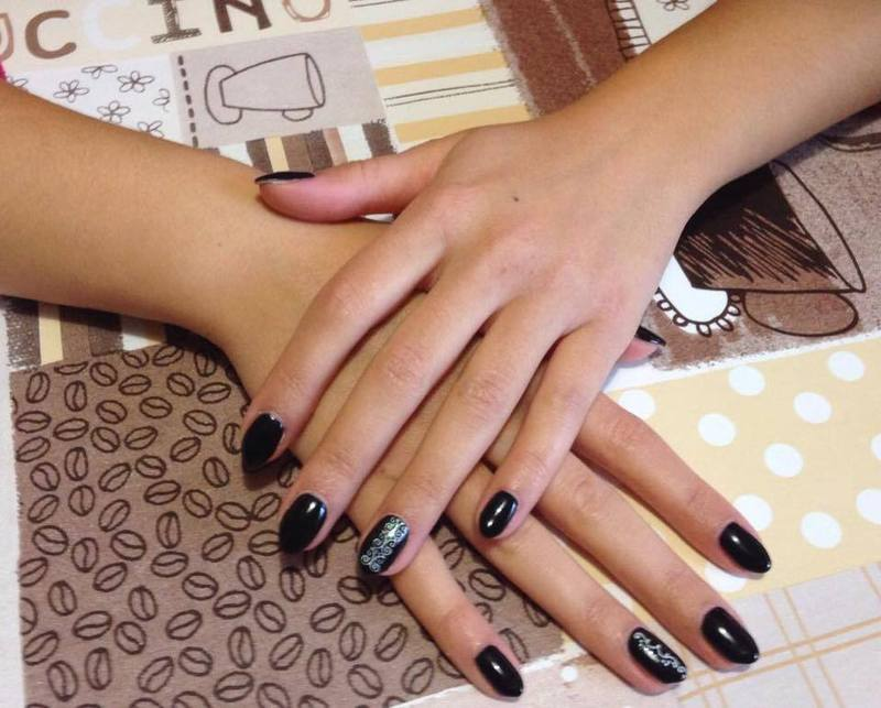 Trattamento unghie al Centro estetico Miky Nails a Udine