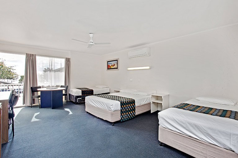 motel accommodation  townsville  beach house motel, beach house motel townsville, beach house motel townsville queensland, beach house motel townsville reviews
