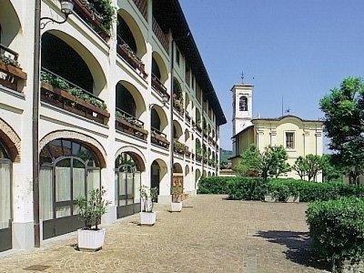 piazzale_esterno_ristorante