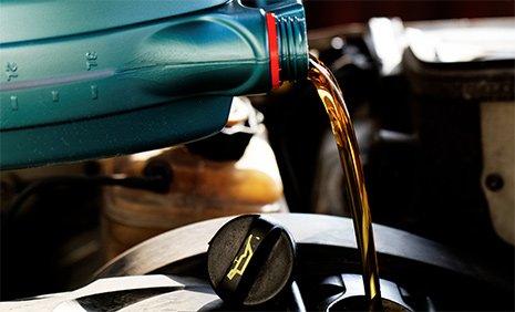 Olio lubrificante di ottima qualità per motore a Pergine Valsugana