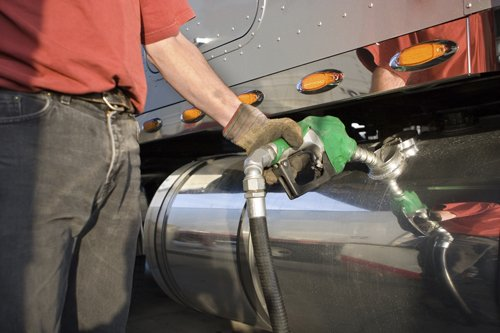 Distribuzione dei carburanti alla stazione di servizio a Pergine Valsugana