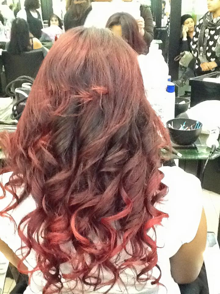 capelli lunghi rossi e mossi