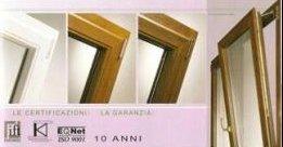 angolo serramenti in legno di una finestra