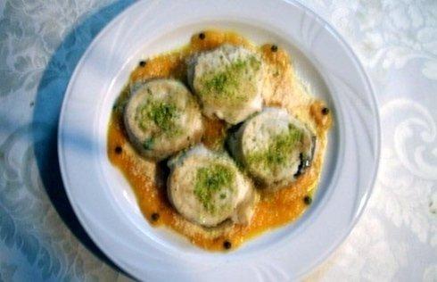 tortino di pesce spada su letto di crema di zucca con pistacchi