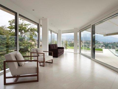 Installazione vetrate e infissi