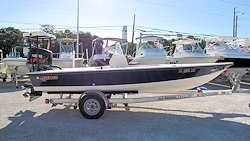 18' Hewes Redfisher 18 Flats Boat 2003