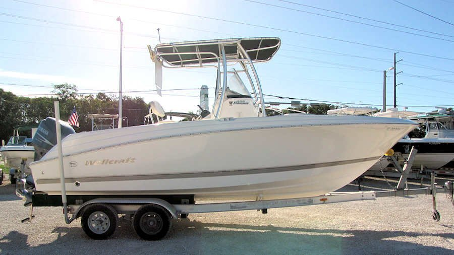 2005 Wellcraft 232 Fisherman Center Console powered by Yamaha 200 Four Stroke