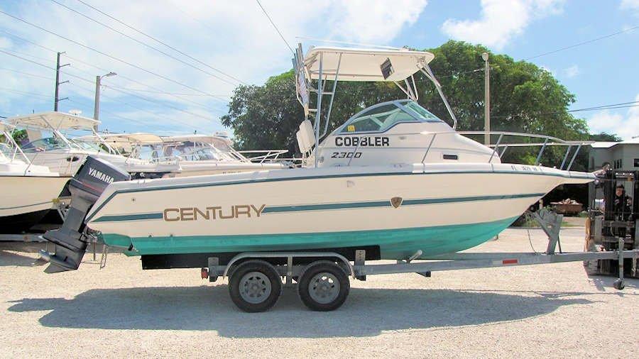 1996 23'Century 2300 Walkaround Boat