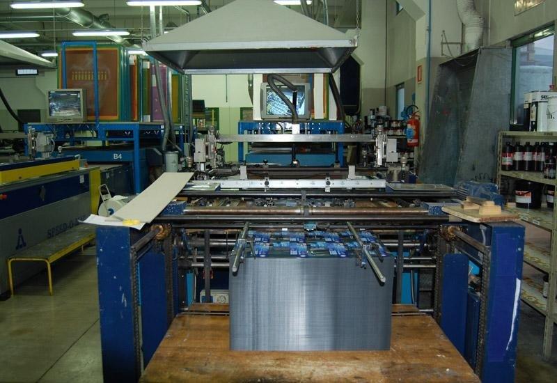 1 linea automatica serigrafica f.to 100 x 140 cm con asciugatura combinata uv- aria calda/ fredda.