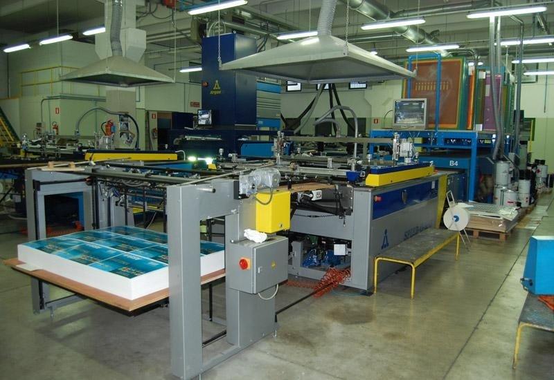 1 linea automatica serigrafica f.to 70 x 100 cm con asciugatura uv.
