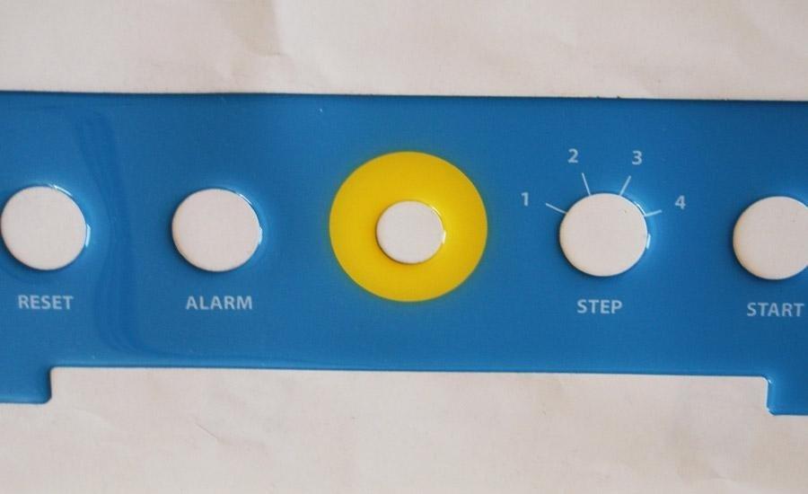 ETICHETTE RESINATEEtichetta pvc bianco stampa serigrafica 2 colori a pantone intagliata a plotter e resinata