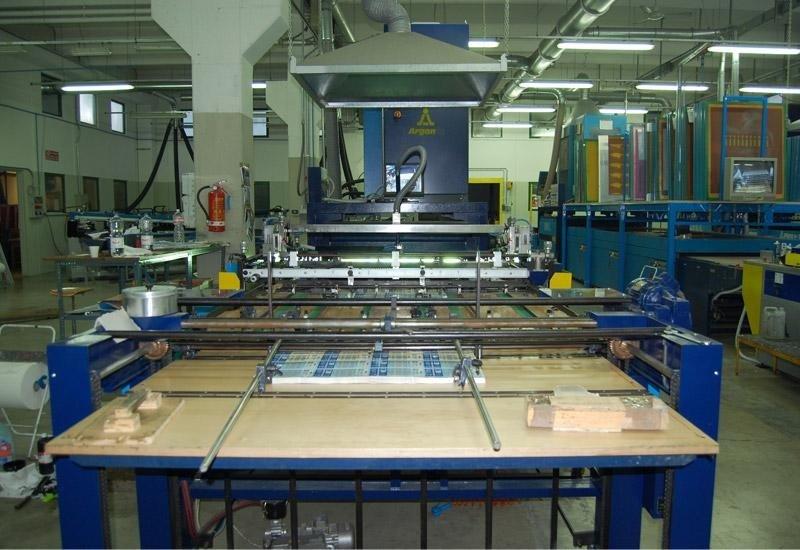 1 linea automatica serigrafica f.to 70 x 100 cm con asciugatura combinata uv- aria calda/ fredda.