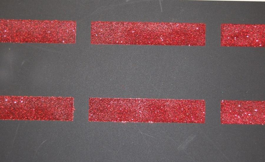 Glitter applicato Applicazione glitter rosso su polipropilene