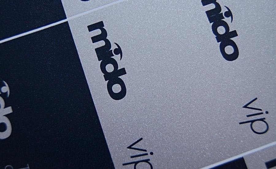 Serigrafia a pigmenti metallici Stampa serigrafica argento effetto granulare su pvc