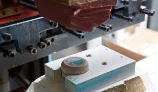 Stampa tampografica personalizzando particolari in legno