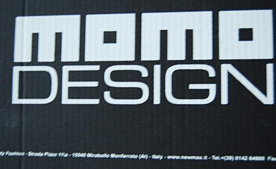 CARTA E CARTONE Stampa serigrafica monocolore su cartone cannettato nero