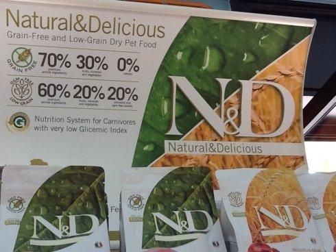delle crocchette della marca natural & delicious