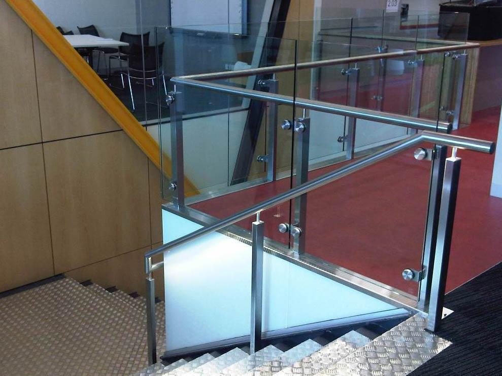 Indoor hand railing