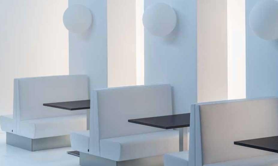 arredamento di design minimal per bar