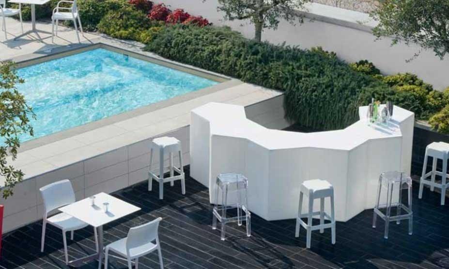 arredamento per bar con piscina