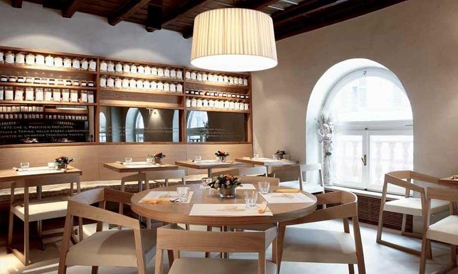 arredamento di ristorante in legno