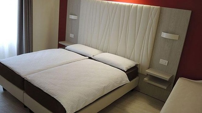 camera da letto matrimoniale per albergo