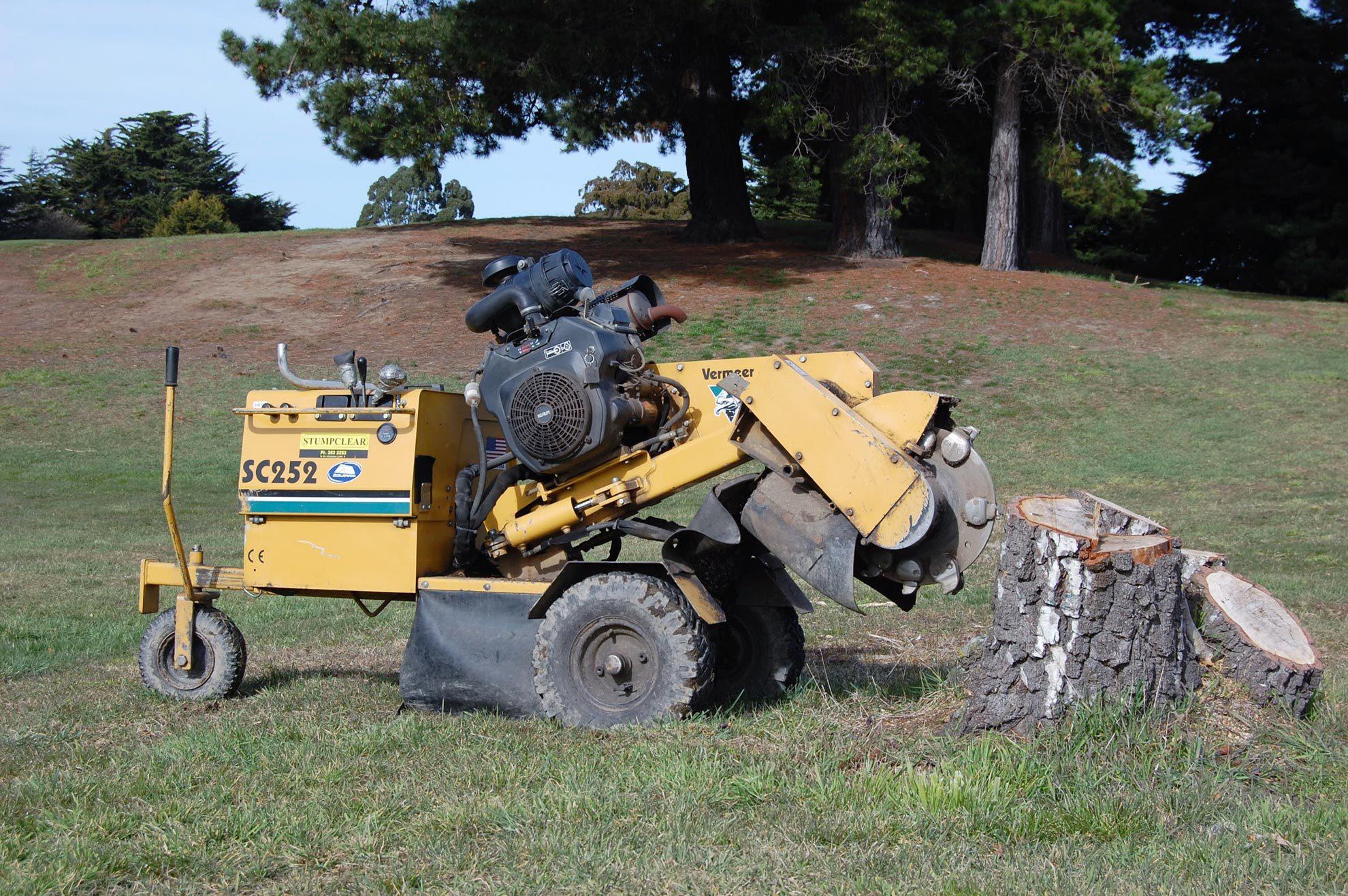 Stump clearing machine