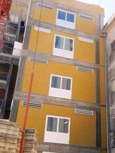 edificio con finestre in pvc