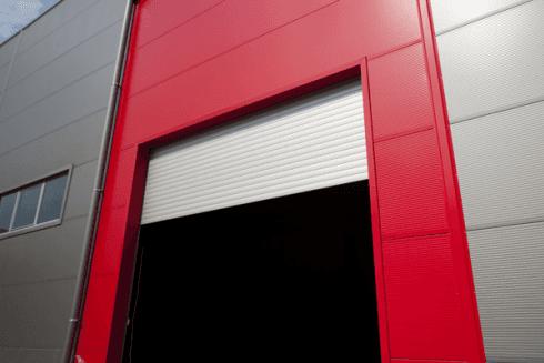 La ditta si occupa della produzione di serrande avvolgibili per capannoni.