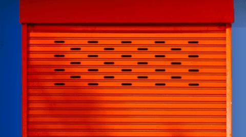 Esempio di serranda metallica realizzata per negozio.