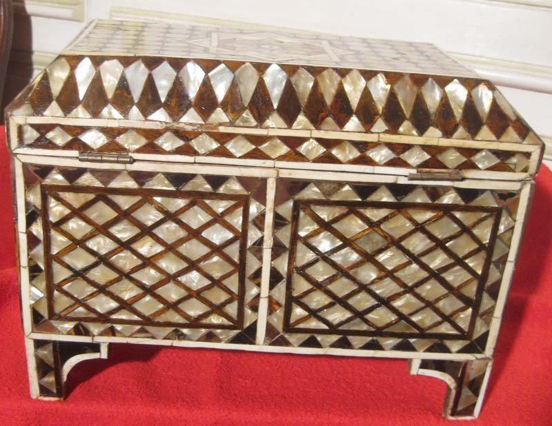 galerie-bosetti-antiquites coffre ottoman arrière