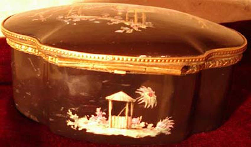 galerie-bosetti-antiquites boite porcelaine SAMSON fermée