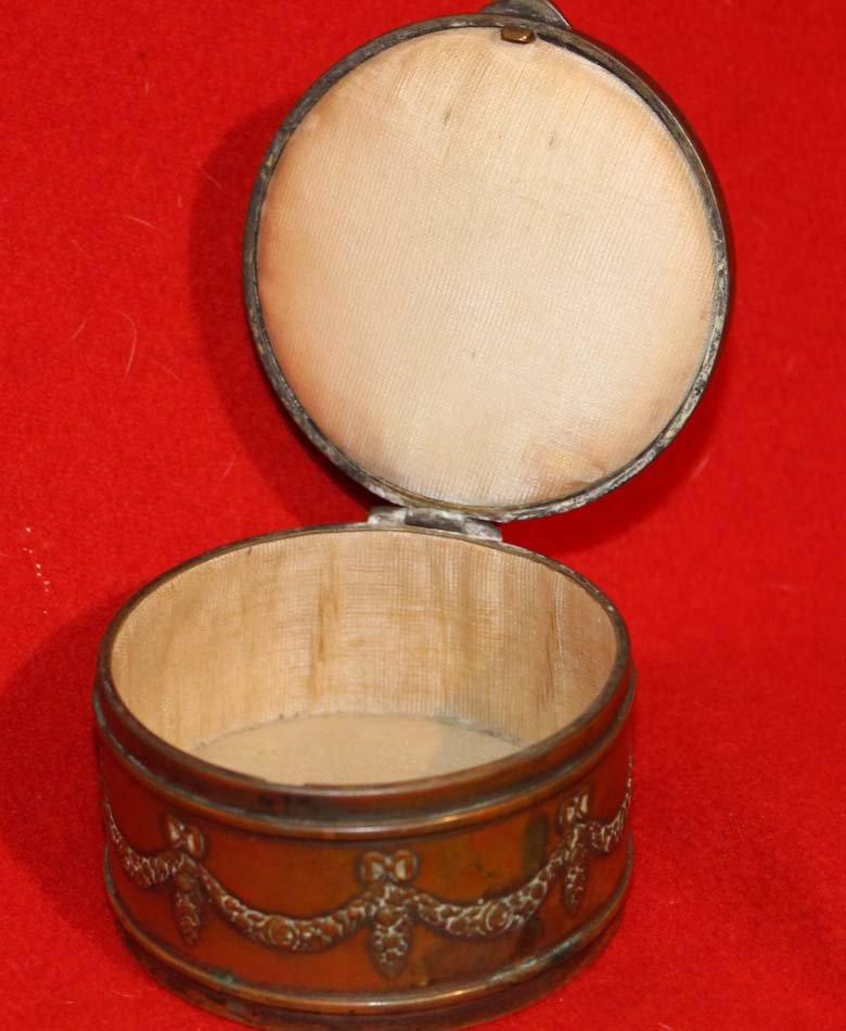 galerie-bosetti-antiquites boite portrait miniature, boite ouverte gainée de soie