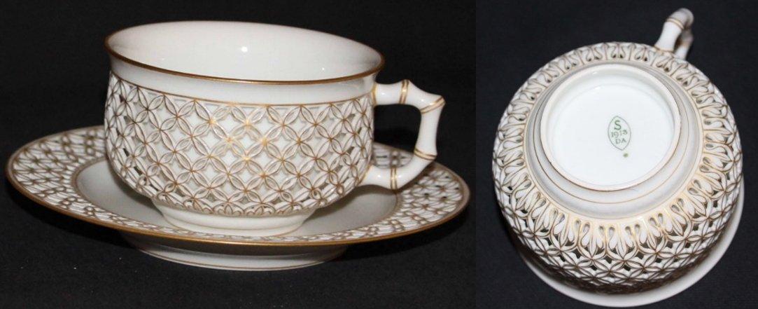 Tasse en porcelaine réticulée